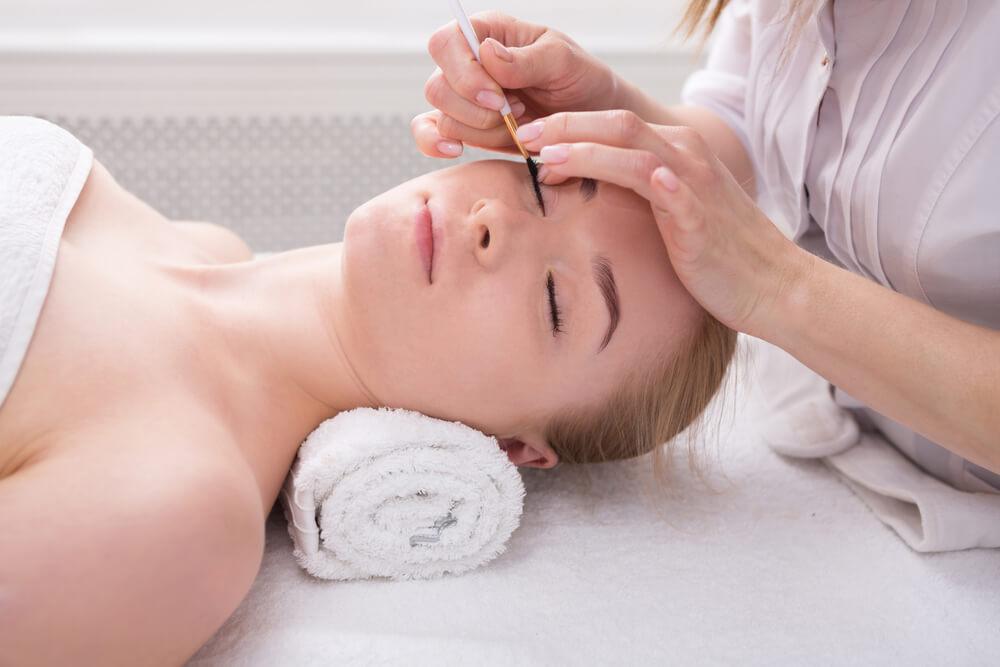 Woman having lashes tinted