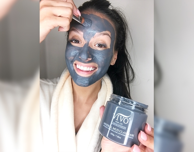 Blogger Tonya Michelle Applying the Mineral Mud Clay Mask